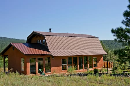 LOVELY PASSIVE SOLAR COUNTRY HOME, GREAT VIEWS - Rumah