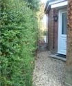 One or two rooms can be rented in extension of family home with independent access. Two share the shower/bathroom. Kitchen/lounge includes microwave,hob, washing machine, ironing facilities and fridge with WiFi and TV. Area is quiet and has garden.