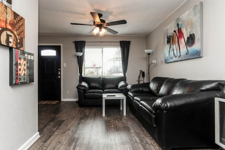 Condo on SOCO Ave! - Austin - Condominium