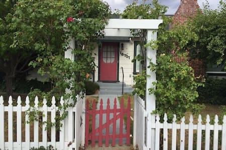 Adorable Tuolumne City Cottage - Ház