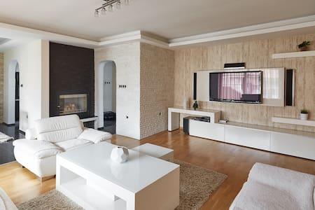 SkopjeLUX Apartments - 3 BedroomLUX - Daire