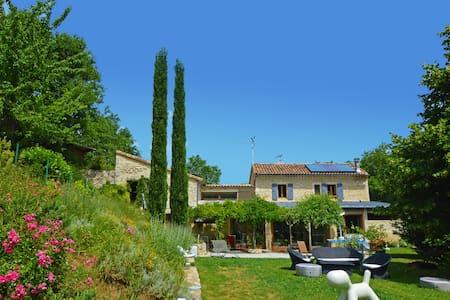 Villa dans les bois Piscine/Jacuzzi - Haus