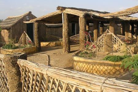 Badry's Sahara Camp : Large Hut - Bawity - Kunyhó