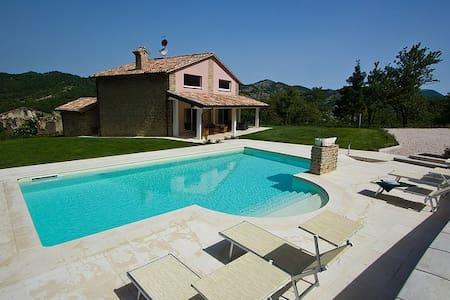 Lovely villa with private pool - Apecchio
