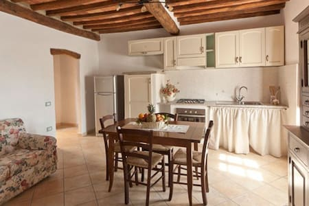 Appartamento in borgo antico - Sassetta - Lägenhet