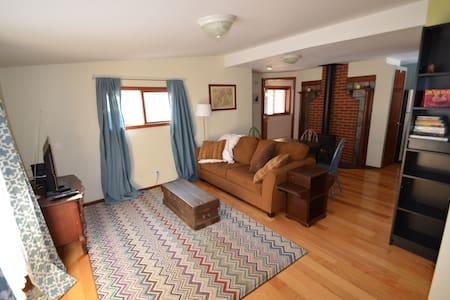 Cozy, Quiet, Light-filled Cottage - Hus