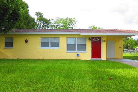 Cozy, Cute and Clean in Titusville - Talo