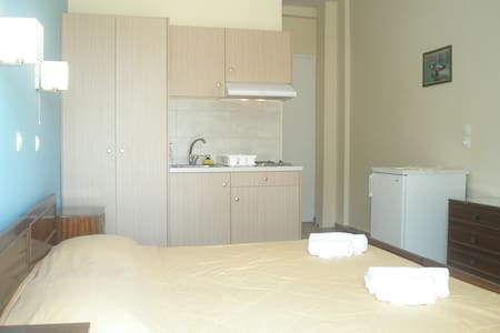 Double/twin room in Tolo opposite the sandy beach - Tolo - Other