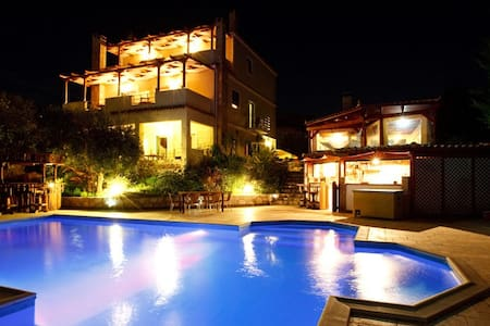 Double room-pool-family run Nafplio - Argolis