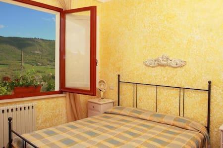 Nel cuore dell'Umbria con Piscina - Bed & Breakfast