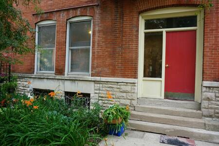 1BD in Chicago Little Italy Apart.