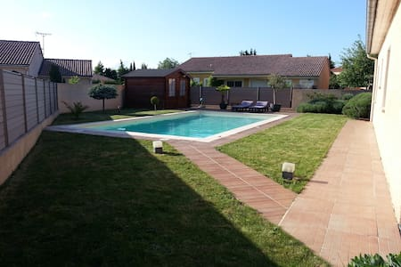 Maison récente avec piscine 4-6pers - Casa