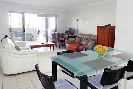 Close to Airport in Nundah Village & free Netflix - Lejlighed