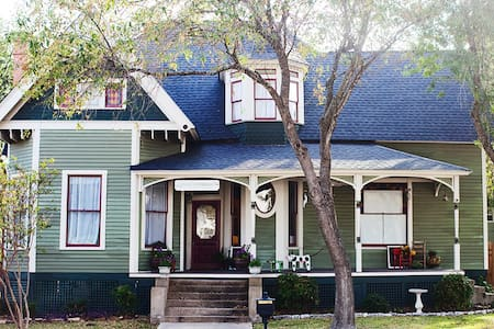Downtown Aggie Game Day Rental - Casa