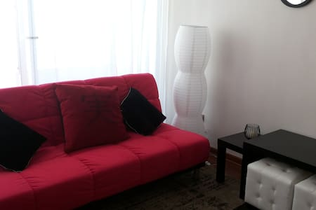 Nice cozy apartment in Cerro Placeres, Valparaiso.  Nice apartment, fully furnished in Cerro Placeres. One master bedroom w/ queen bed and with walking closet + 1 sofa bed for 1 in living room, allowing up to 3 people to stay comfortably. Open kitche