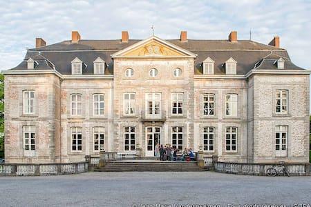 Chateau de Waleffe: Orange Room  - Szoba reggelivel