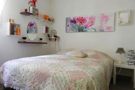 Appartement avec terrasse, terrain - Flat