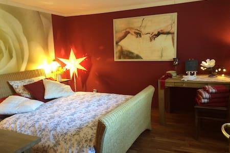 Schönes Zimmer mit Doppelbett - Bed & Breakfast