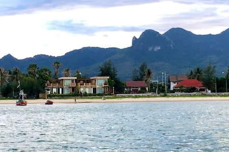 The remarkable beachfront poolvilla - Villa