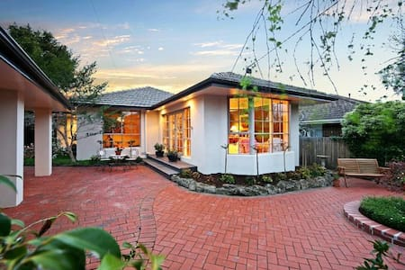 B&B Guest House with Pool Room 4 - Murrumbeena - Bed & Breakfast