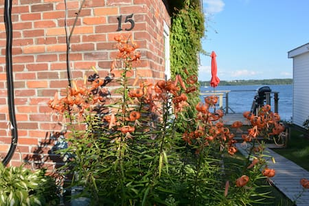 Beautiful St.Lawrence river front cottages - Augusta - Cabin