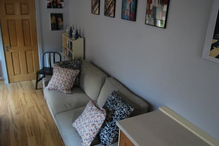 Bright modern very comfortable near train service for city and Aircoach service to airport Short walk to shops and several pubs and Restaurants. I deal for students attending short or medium length courses like cookery schools etc. Ample parking
