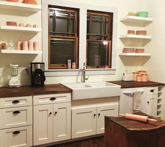 Vintage Catskills Cottage - Barryville - Casa