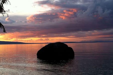 DRIFTWOOD ISLAND RETREAT HORNBY 1BD - Bed & Breakfast