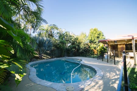 Affordable Surf Beach Family Home - Rumah