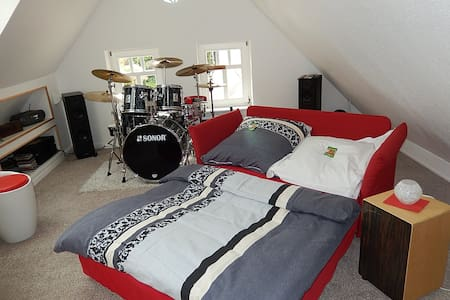 Cosy little music room - House