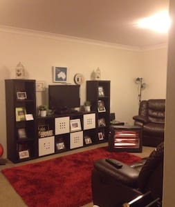 Homely feel & 5 mins walk to train - West Ryde - Apartemen