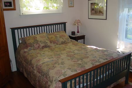 The Buoy House B&B - 1 BR Suite - Wellfleet - Bed & Breakfast