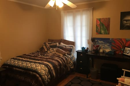 Cozy 1Bedroom near airport & trans - Apartment