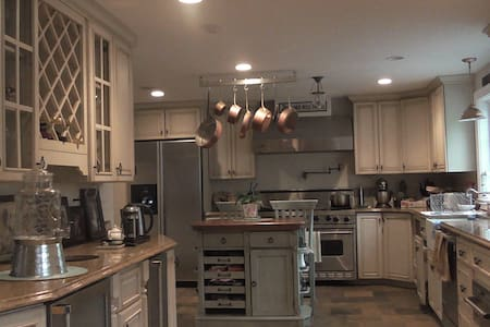 Close to NYC, 3 bed rm colonial - Ev