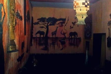 DouGa-DouGa African Room & Lounge - Ev