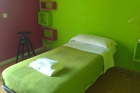 Close to the airport sing bed wifi - Bed & Breakfast
