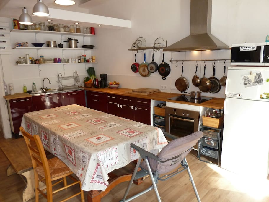 HUGE 2 Family Flat in Sete Centre