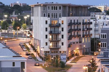 Enjoy your stay in Milwaukee in 1BR/1BA condo in the historic Beerline neighborhood in Milwaukee. Close to the festival grounds, breweries, and plenty of bars and restaurants. Cable/Internet and underground parking are included. Book now!