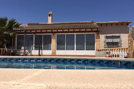 Detached 3 bedroom villa with pool - Villa