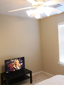 Nice room in safe area Richmond, TX - Richmond - Casa