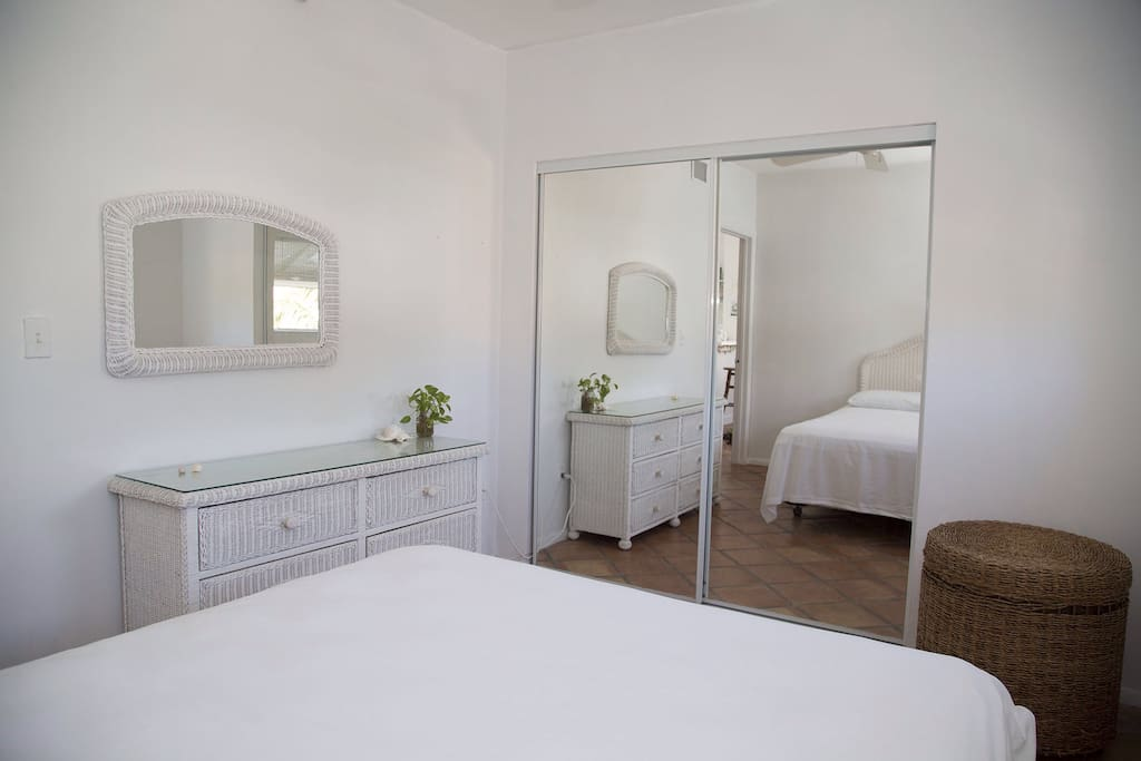 WHITE ROOM IN SOUTH BEACH