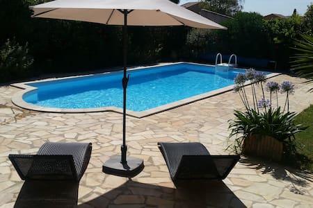 Studio indépendant dans villa. - Maison