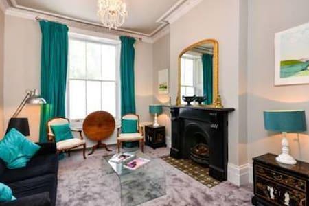Beautiful room in a 2 bedroom flat