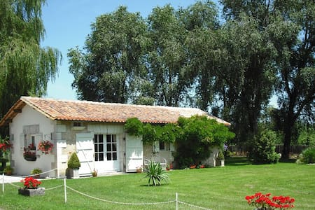 Chez Fert Country Cottage - Ronsenac - Huis