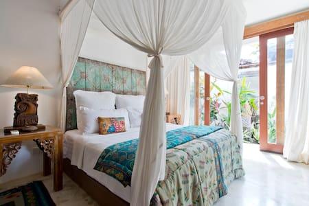 Tropical 1 bed beach villa Seminyak