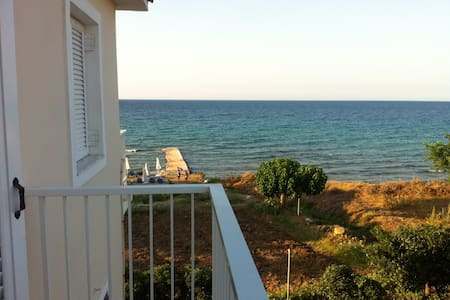 Appartment just 20 metres from the beach - Zakinthos  - Bed & Breakfast