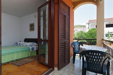 Studio apartment - Stari Grad - Appartement