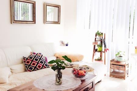 Private bedroom 6mins train parramatta sydney city - Merrylands