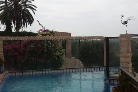 Villa de l'eau avec piscine - Villa