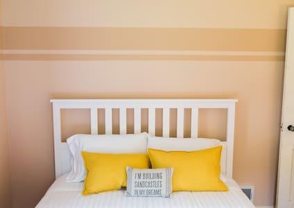 First Floor Bedroom in Cozy Cape